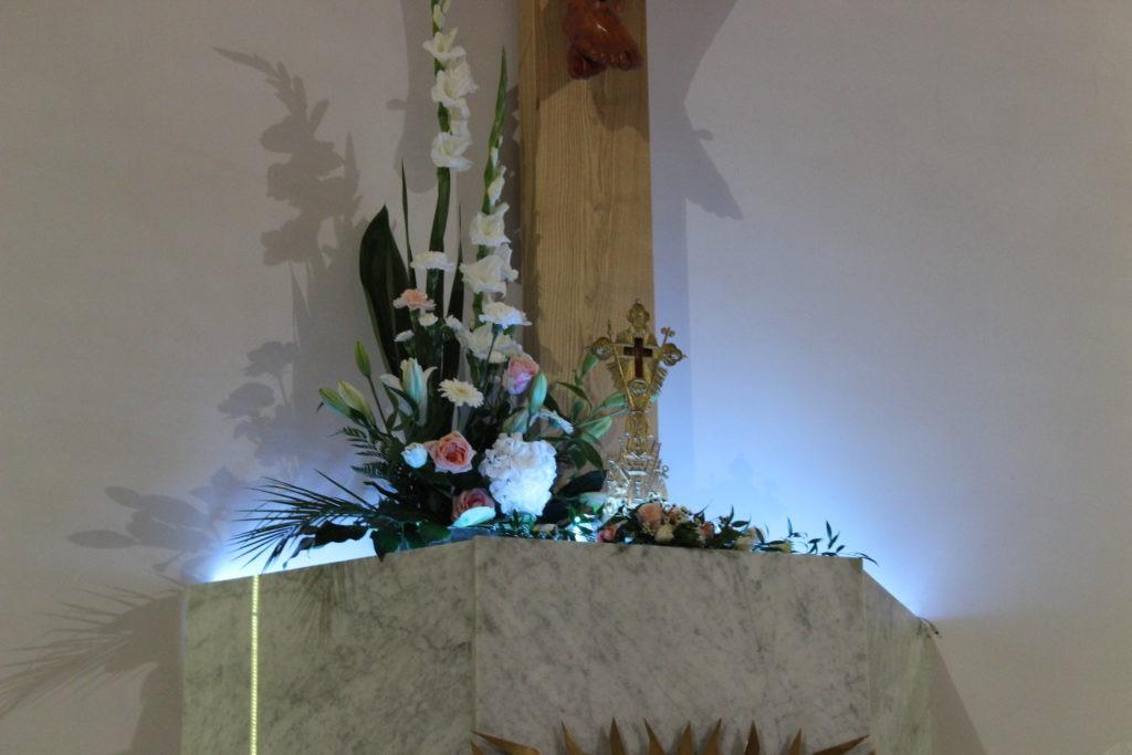 Intronizacja relikwii Krzyża Świętego – fotorelacja